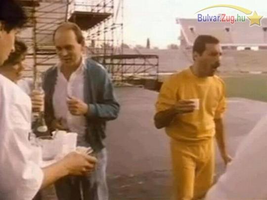 Budapest 1986. Freddy Mercury próba előtt és a reggeli pálinka után. Kicsit meglepődött...