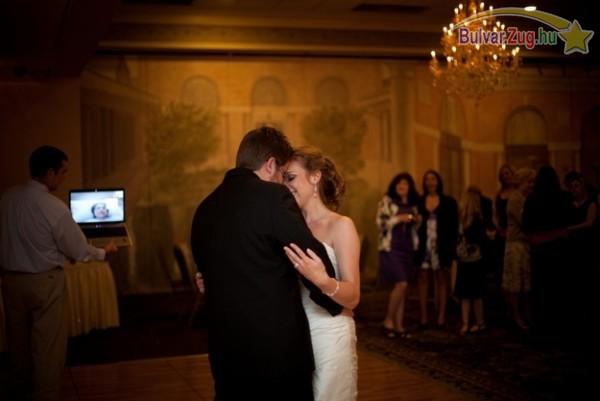 Halálos beteg édesanya skype-on nézi lánya esküvőjét!