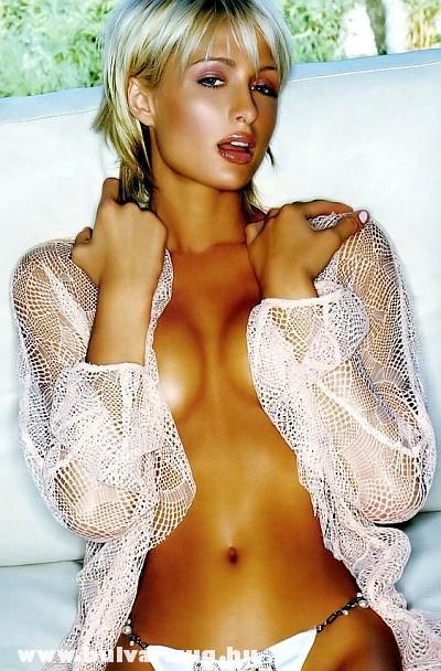 Paris Hilton szexre éhesen pózol