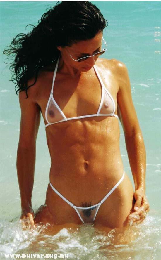Imádom az átlátszós bikiniket!