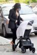Kicsit érdekes ruházatban sétáltatta gyermekét Kim Kardashian