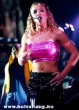 Britney énekel