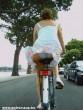 Bugyi villanás biciklizés közben