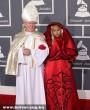 Nicki Minaj a 2012-es Grammy-díjátadóra a Pápával érkezett :D