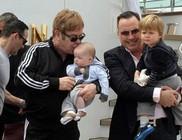 Megmutatta második gyermekét Elton John