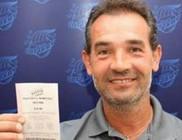 Két hónappal később vette észre, hogy hatalmas összeget nyert a lottón a szerencsés férfi
