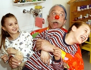 Patch Adams Pécsett: a mosoly és a humor sem hiányozhat a gyógyításból!