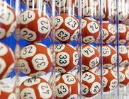 Példátlan jótékonyság - szétosztja nyereménye egy részét a lottónyertes
