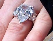 17 karátos gyémántgyűrűt kapott Avril Lavigne