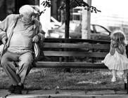 Egy este egy unoka a nagyapjával beszélgetett, egyszer csak hirtelen